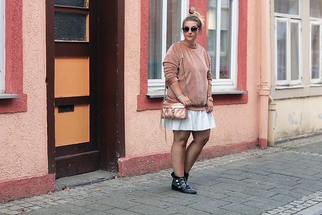 outfit-rosa-samt-pullover-trend-suede-sommer-look-style-rosegold-uhr-fashionblog-modeblog2