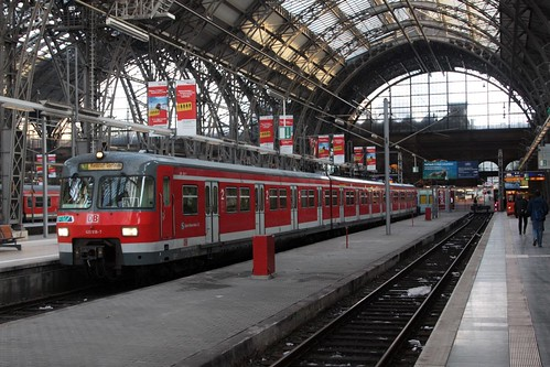 DB class 420 EMU ready to run a line S7 service from Hauptbahnhof