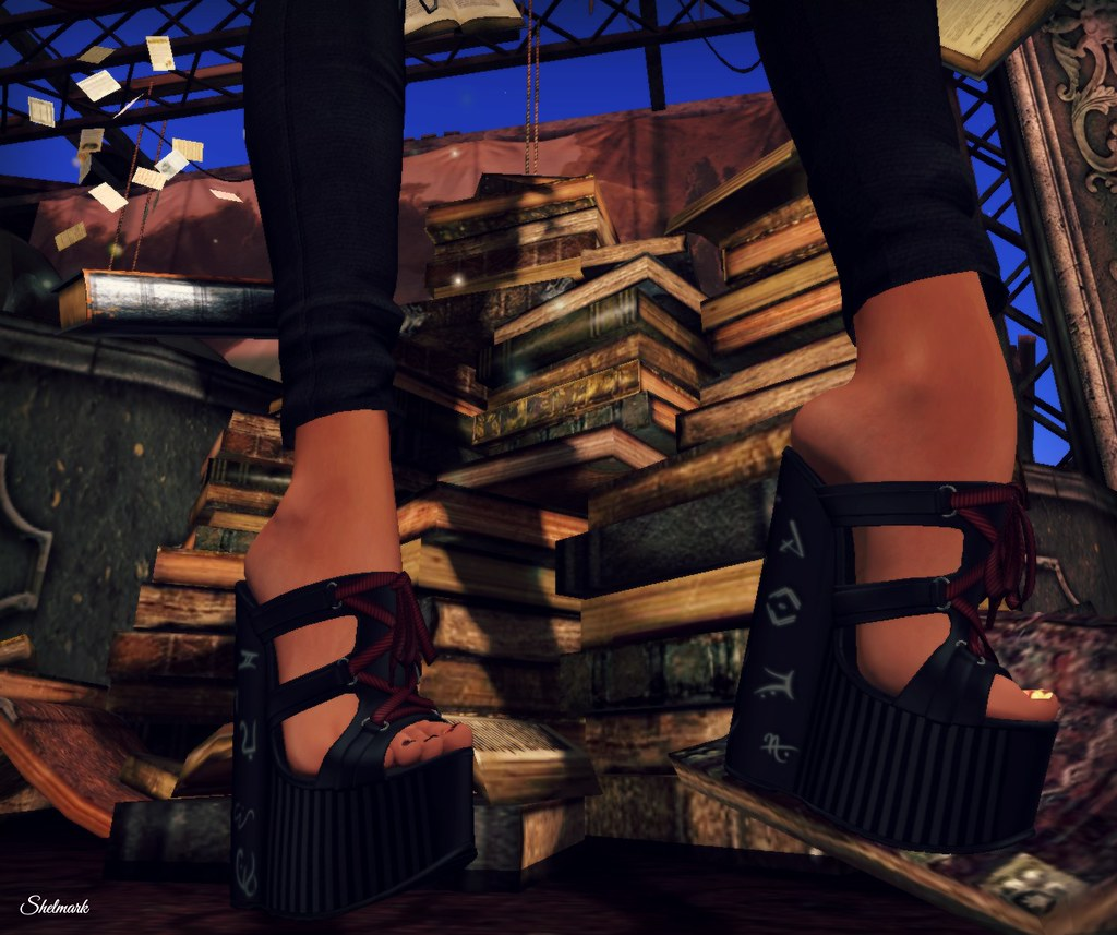 Blog_TMC_HollyWeird_WitchyHeels