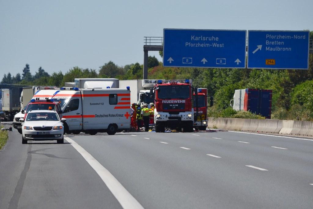 A8 bei Pforzheim: LKW-Auffahrunfall mit einer schwerverletzten Person bei Pforzheim-Nord - 19.07.2016