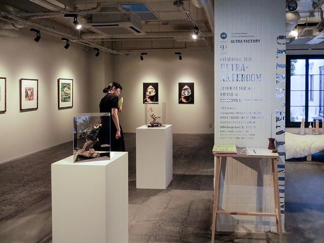 入口すぐにあるGALLERY9.5で開催されている「ULTRA×ANTEROOM exhibition 2016」展。九条と十条の間の通りに、ホテル アンテルーム 京都があるためGALLERY 9.5と命名されている。