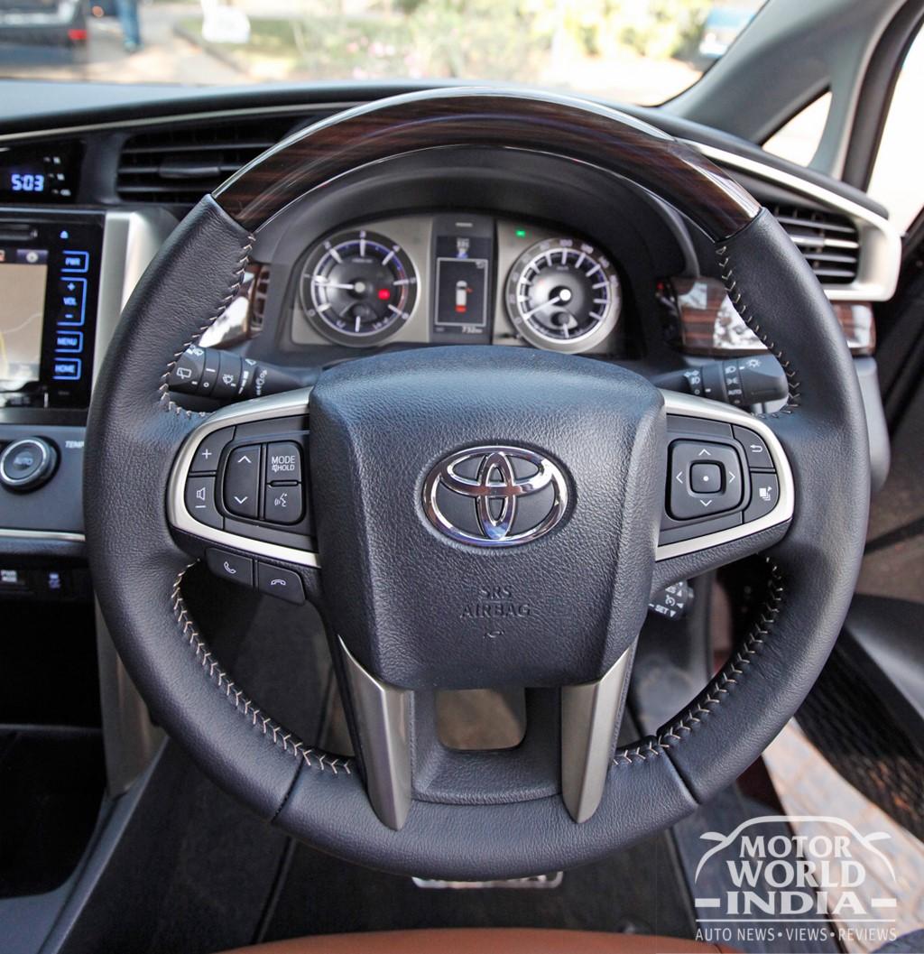 Toyota-Innova-Crysta-Interior-Steering-Wheel (2)