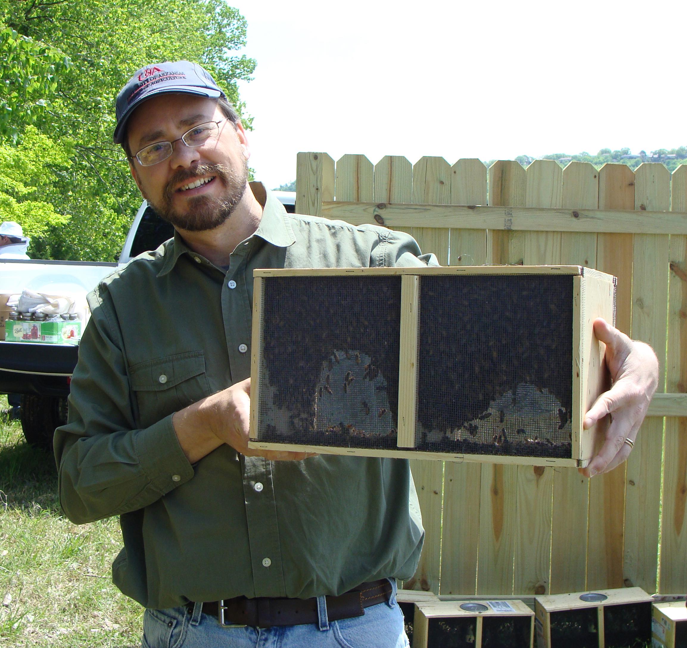 4-24 Jon-Box o Bees3