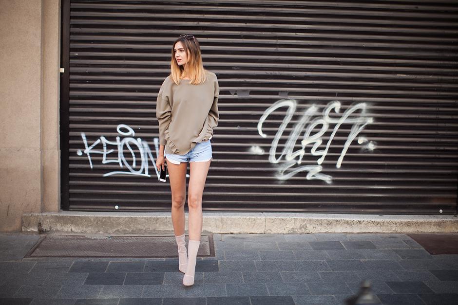 street-style-khaki-bomber-sweatshirt-denim-shorts-mesh-boots-outfit