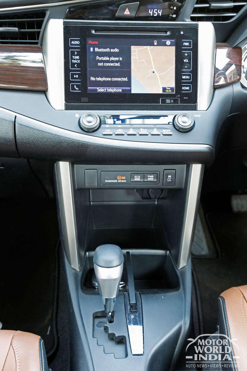 Toyota-Innova-Crysta-Interior-Dashboard (3)