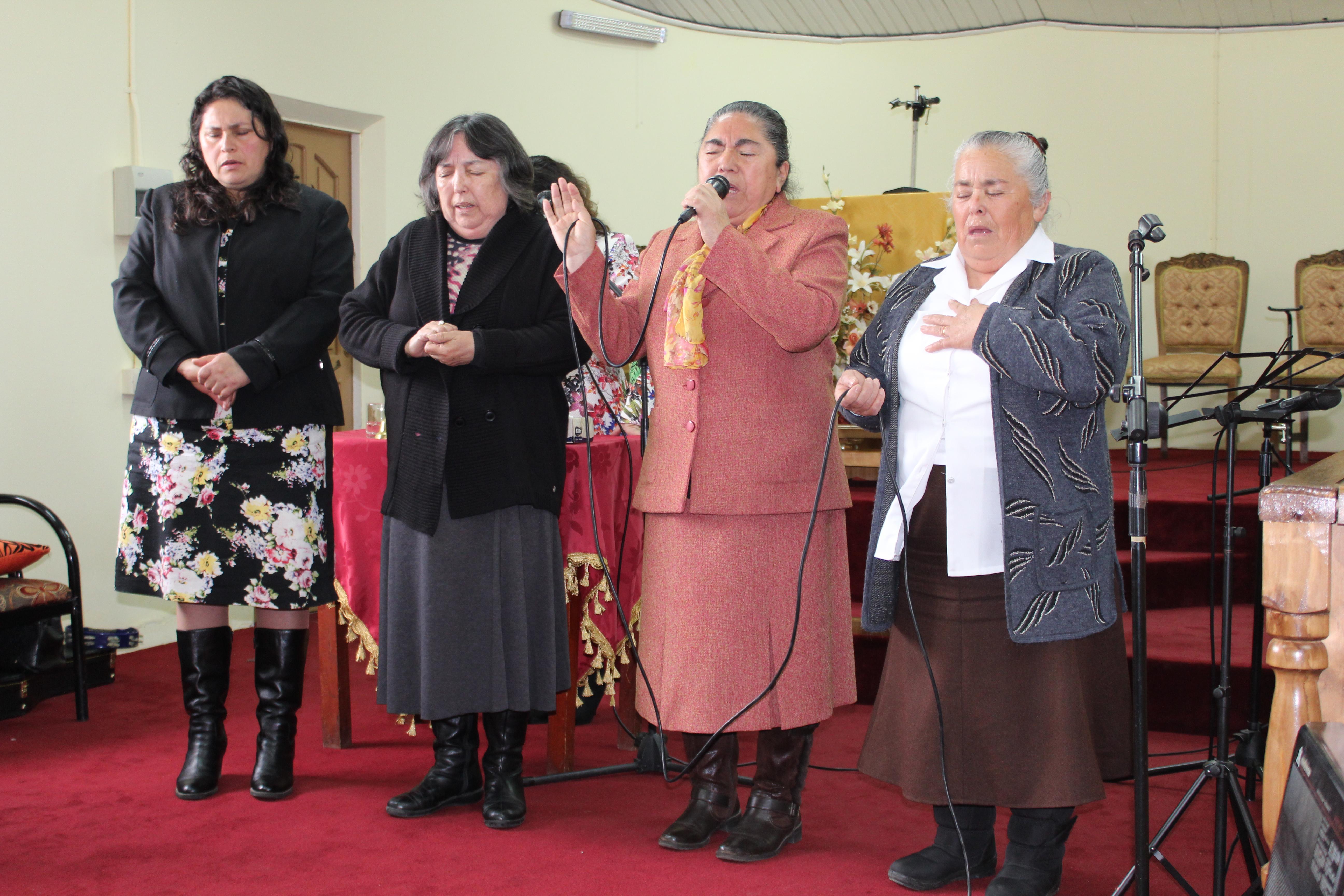 Dorcas de Lirquén y Talcahuano juntas alaban a Dios
