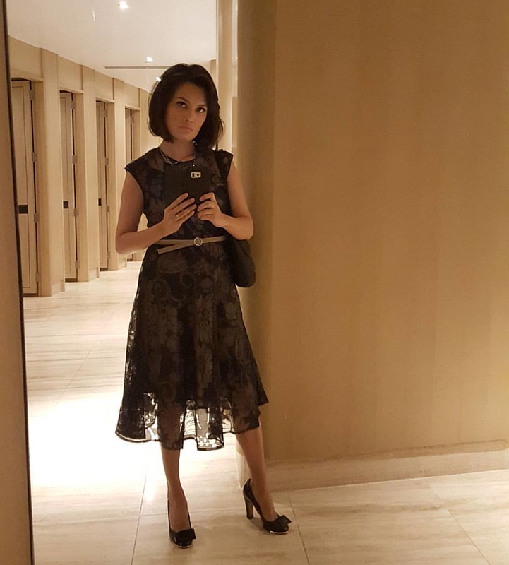 Bathroom selfie at the Conrad Hotel before getting to the American Express 100 Years celebration, with BDO. Dress from @k_and_company, hair and makeup by me, complete with lashes again.