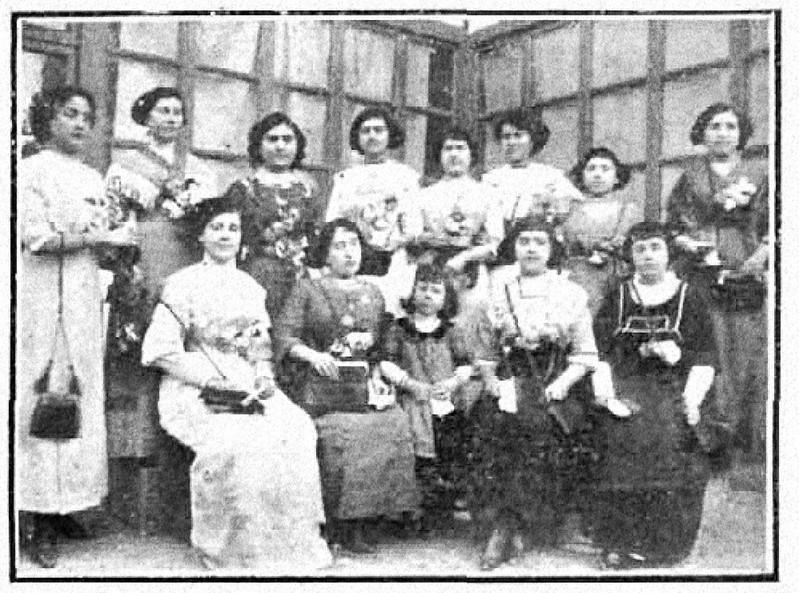Vida manchega. 7-3-1912-señoritas que recolectaonjpg