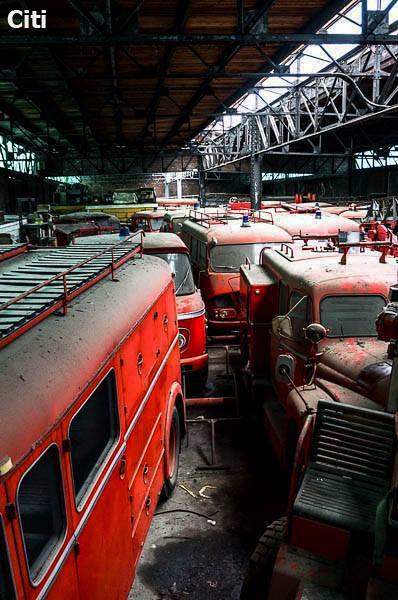 Cimetière de camions de pompiers copie