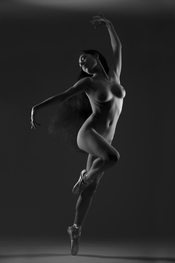 Gestalta photographed by Stefano Brunesci. Monochrome artistic nude image