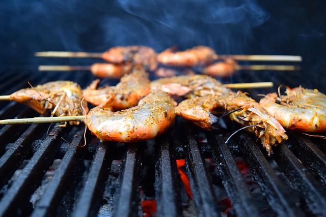 Barbecuing Giant Cajun Prawns | www.rachelphipps.com @rachelphipps