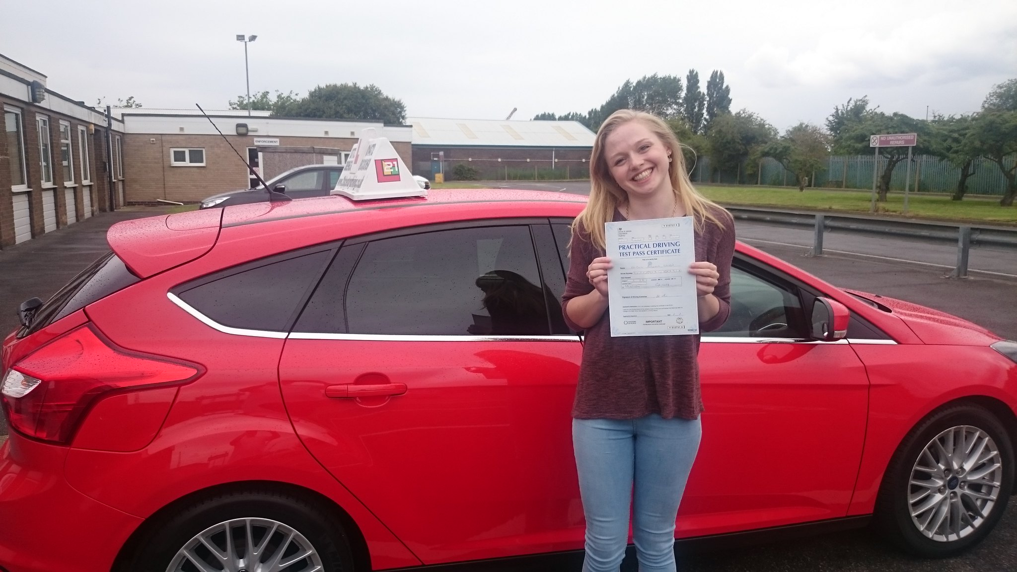 Abigail Laven passes driving test in grimsby with 21st Century Driving