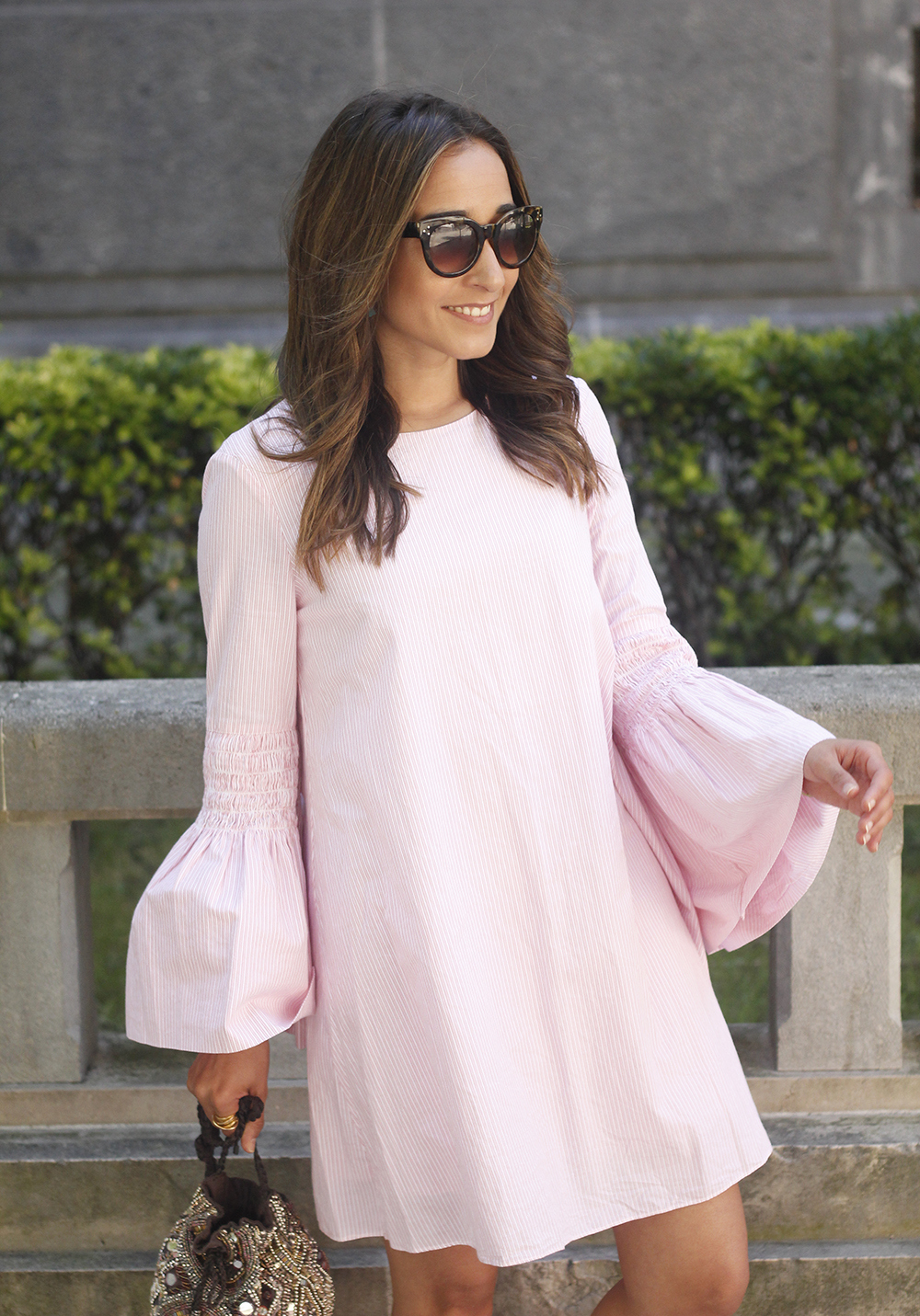 striped dress with bell sleeves summer outfit flat sandals sunnies13