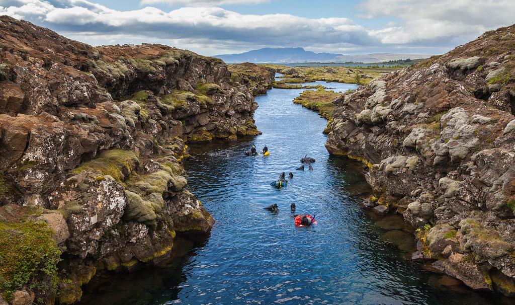 Cañón_Silfra,_Parque_Nacional_de_Þingvellir,_Suðurland,_Islandia,_2014-08-16,_DD_055