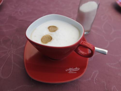 Milchkaffee zur Begrüßung