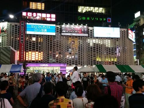 新橋駅前で都知事候補上杉隆氏が演説してた