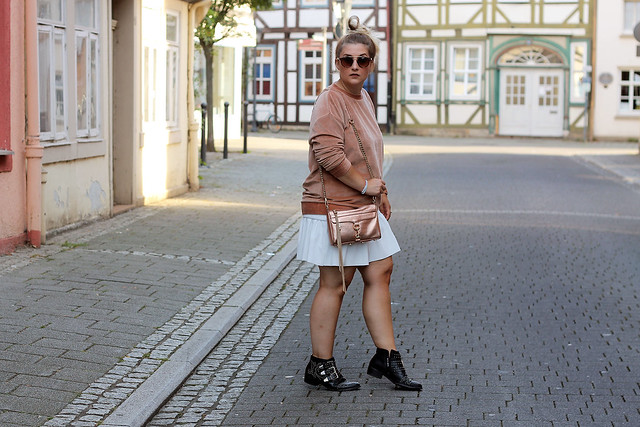 outfit-rosa-samt-pullover-trend-suede-sommer-look-style-rosegold-uhr-fashionblog-modeblog7