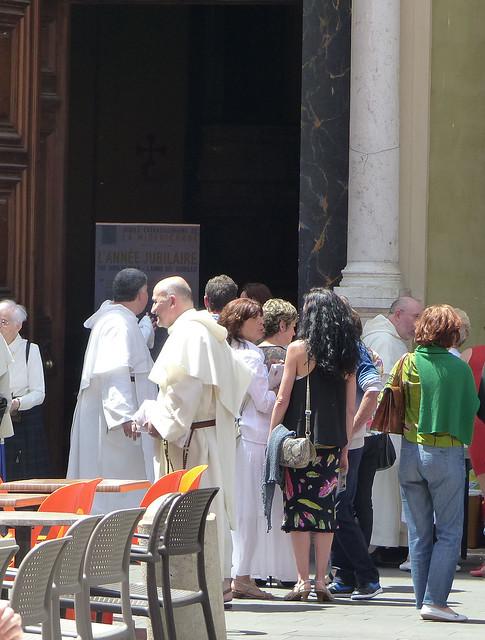 devant l'église 1