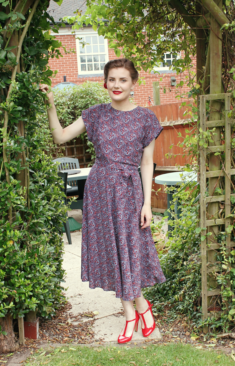 red white and blue 1940s outfit via www.lovebirdsvintage.co.uk