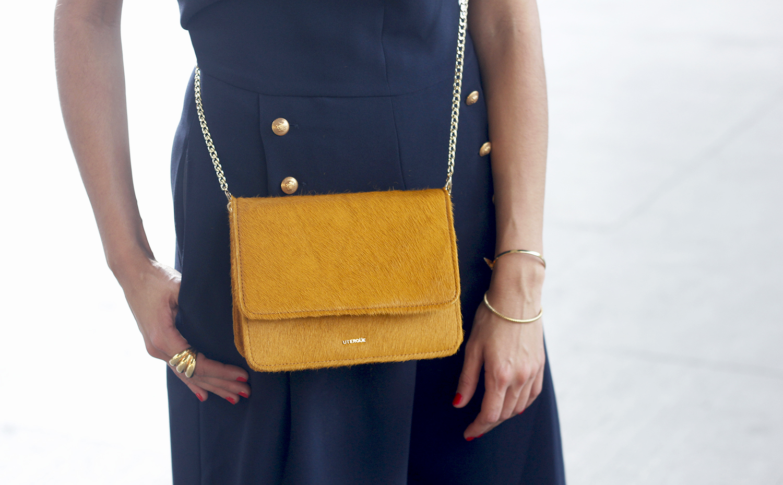 blue jumpsuit with goldden buttons mustard bag uterqüe nude heels14