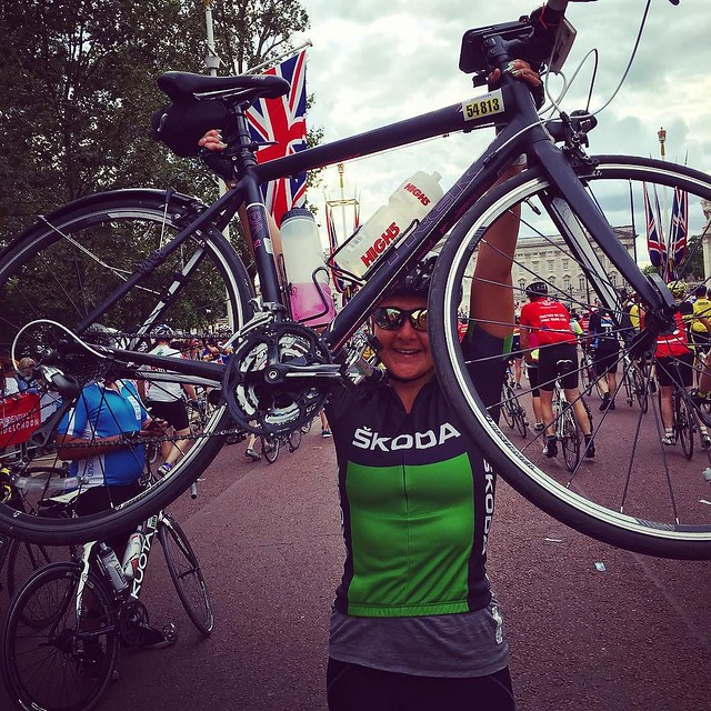 I came. I rode. I had a blast. Thank you so much to @skodagram for having me today, it's been my pleasure and my privilege to ride in your jersey today! #takethelead #ridelondon #teamskoda #womenscyling #ride100 @wmncycling