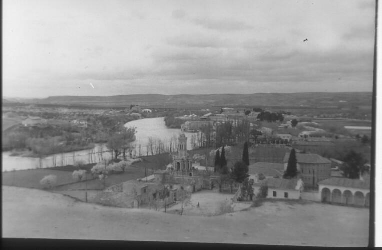 Basílica del Cristo de la Vega en 1959. Fotografía de Santos Yubero © Archivo Regional de la Comunidad de Madrid,  fondo fotográfico