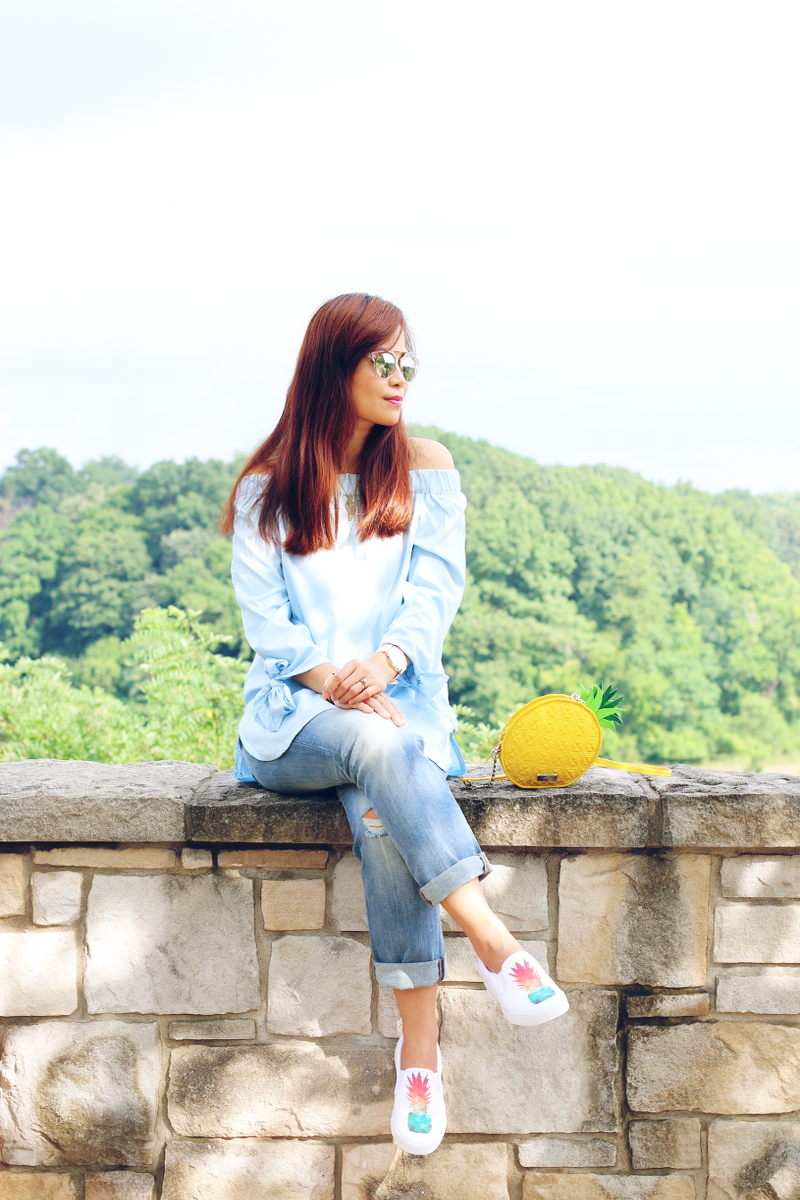 off-shoulder-boyfriend-jeans-pineapple-sneakers-1