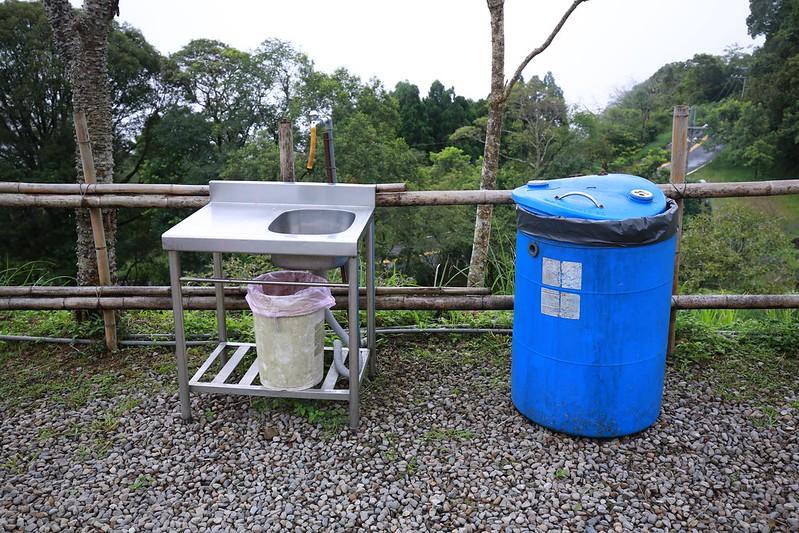 流理台和垃圾桶