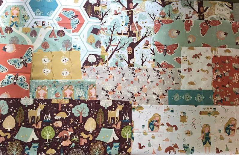 While I was cleaning out my FQ stash, I came across these @birchfabrics Fort Firefly beauties that I'm still in love with. SO since it's almost fall, what is your favorite FQ pattern for showcasing adorable prints?!? Please help! This fabric really need