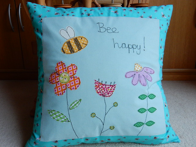 Bee cushion (5)