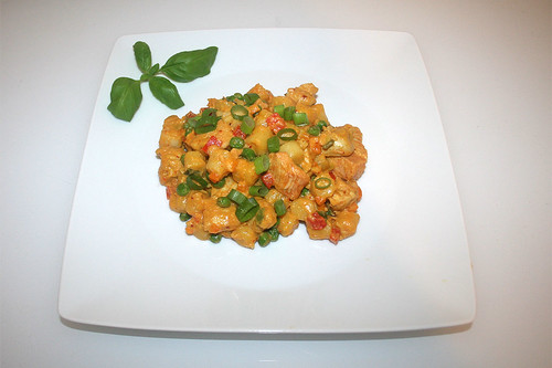 41 - Curry gnocchi with chicken - Served / Curry-Gnocchi mit Hähnchen - Serviert