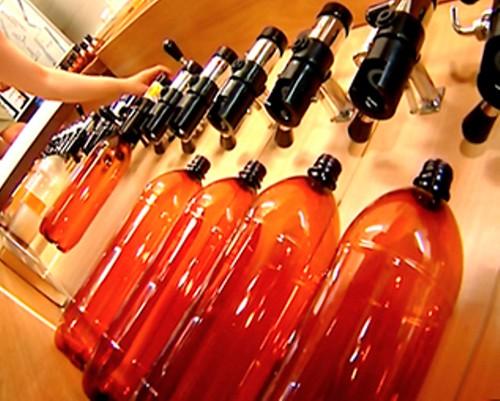Пластикові пляшки отруюютьлюдей
