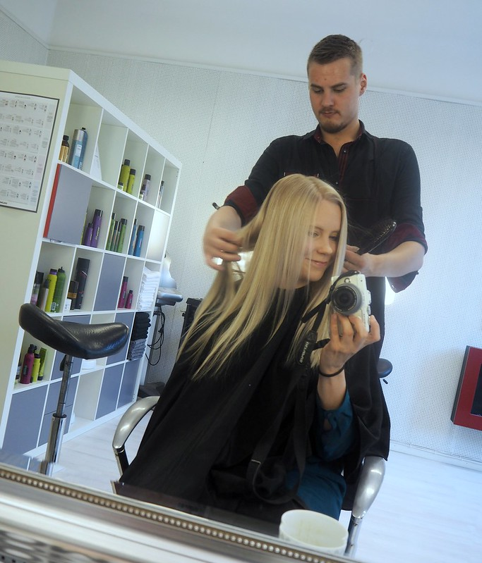 HairStylingBlondeLongHairHelsinkiP7129108,vaaleathiuksetraidatP712941122, blonde hair, blond hair, hiukset, hair, beauty, kauneus, hair styling, hiustenmuotoilu, salonki, kampaamo, raidat, vaaleat raidat, blonde higlights, babyhighlights, icy blonde hair, highlights, raidat, cold hair color, natural looking hair, tiny highlights, hairstylist visit, helsinki, finland, blond girl, hair salon, töölö, arkadiankatu,