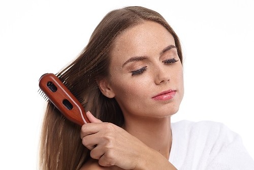 抜け毛 ブラシ 髪 頭皮