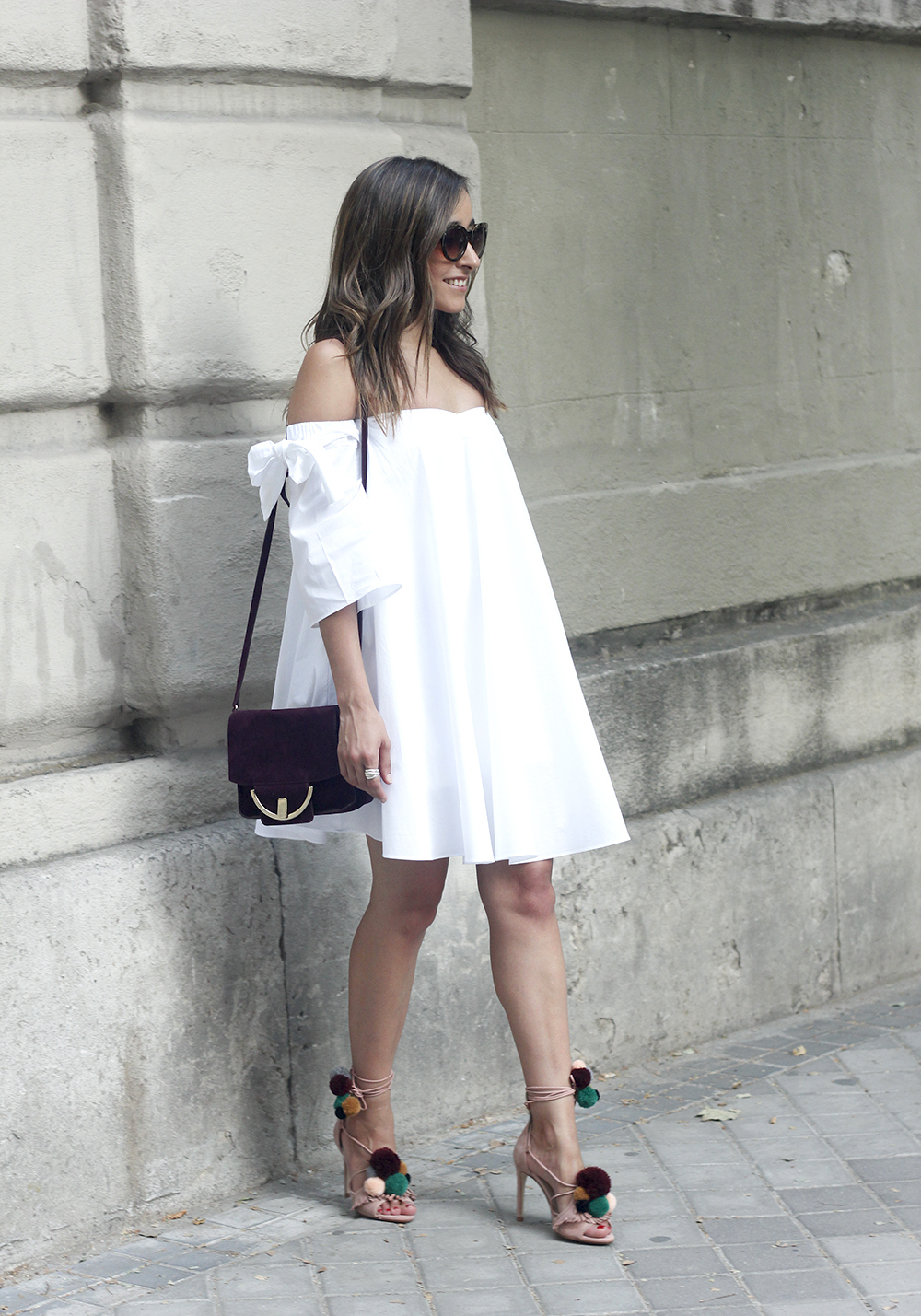 white off the shoulders dress sandals with pompoms burgundy uterqüe bag sunnies summer outfit12