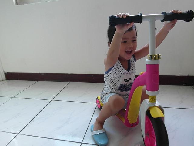 不讓我好好拍照的胖鹿Orz @Scoot & Ride Highwaybaby平衡車