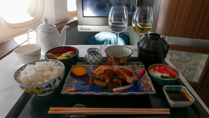 28175573063 afe4b5241a c - REVIEW - Cathay Pacific : First Class - Tokyo Haneda to Hong Kong (B747) - [twice in a month!]