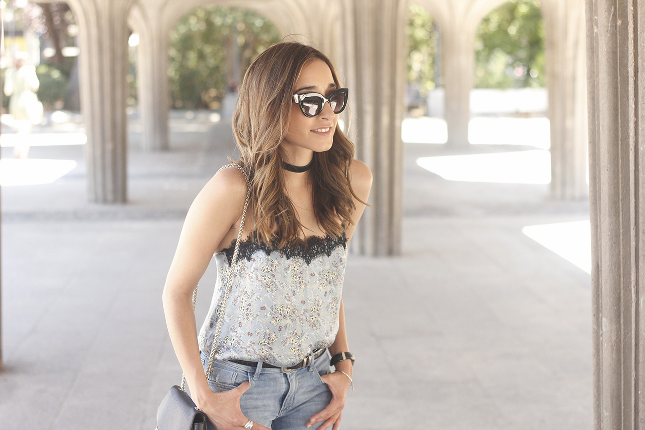 Lace top with skinny jeans heels summer outfit fashion style accesories12