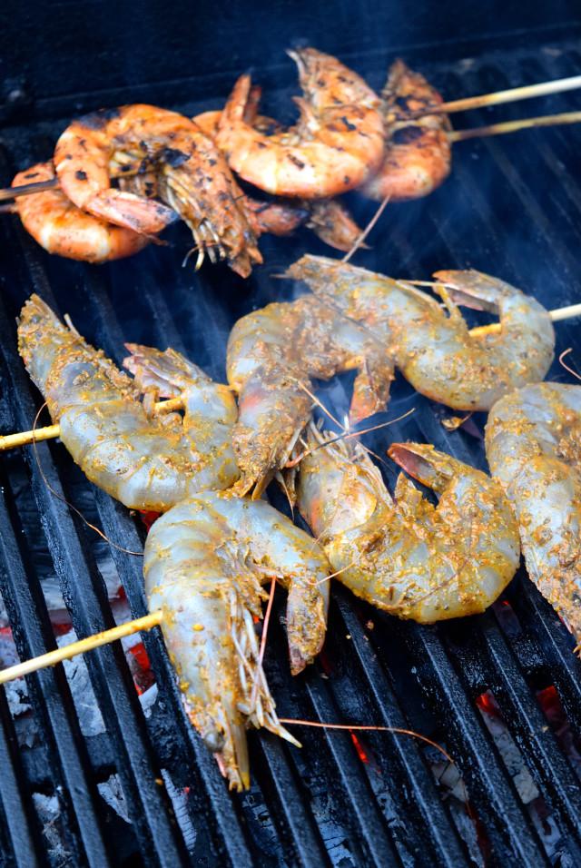 Grilling Giant Barbecue Prawns | www.rachelphipps.com @rachelphipps