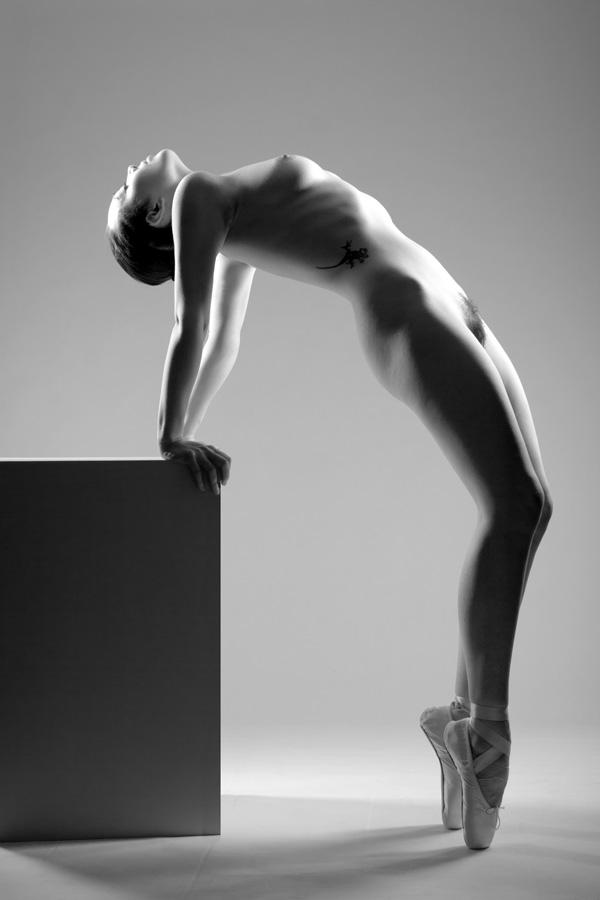 Gestalta photographed by Stefano Brunesci. Monochrome artistic figure nude image