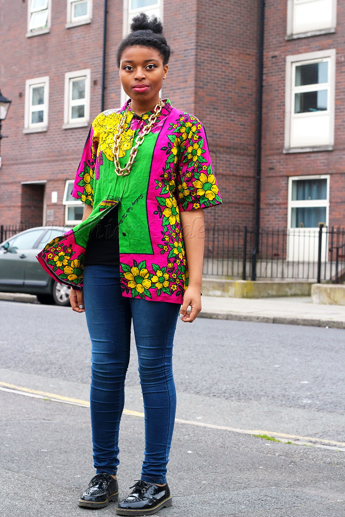yellow-green-pink-floral-print-oversized-shirt-blue-skinnies-black-brogues-gold-chunky-chain,how to wear oversized shirts, blue denim jeans, denim jeans, blue jeans, skinny jeans, floral oversized shirt, printed oversized shirt, brogues, womens brogues, brogue shoes