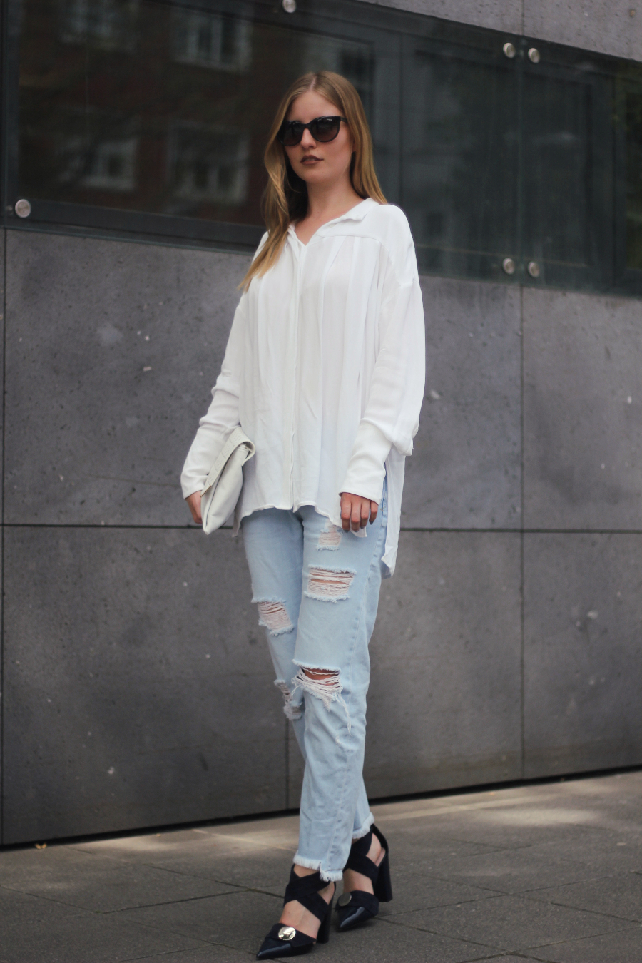 outfit frankfurt everyday look zara ripped jeans oversized shirt stories uterque sandalen