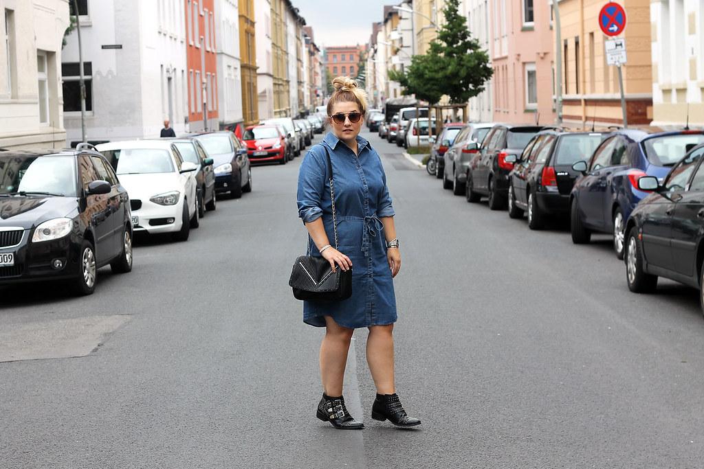 outfit-europapassage-jeanskleid-sommer-trend-look-modeblog-fashionblog-stiefeletten-chloe-lookalike10