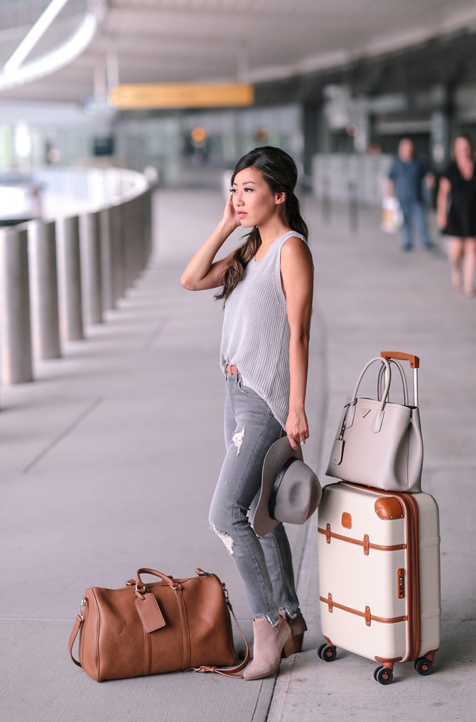 comfortable casual airport travel fall outfit