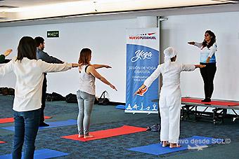 SCL Yoga en sala de embarque (NomadicChica)