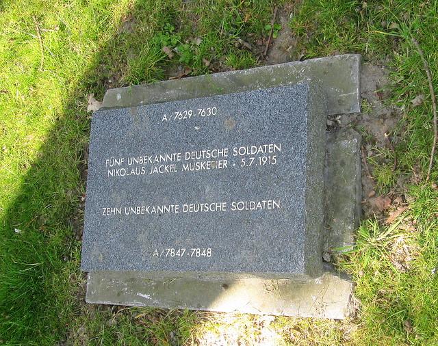 Langemark War Cemetery, Communal Grave