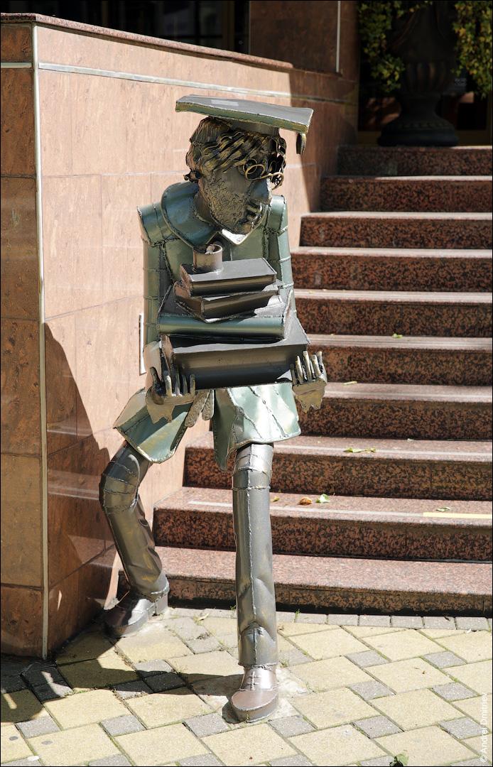 Скульптура Студент